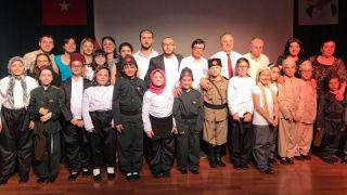 Hendek Belediyesi oda tiyatrosu Türkiye'de bir ilki başardı
